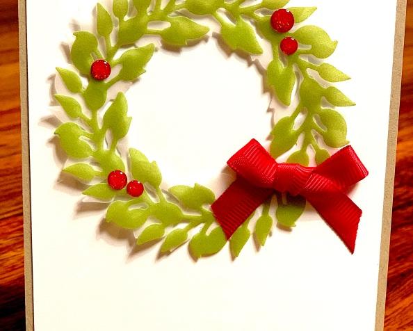 Kranz voller Freude – klassisch weihnachtlich in grün undrot